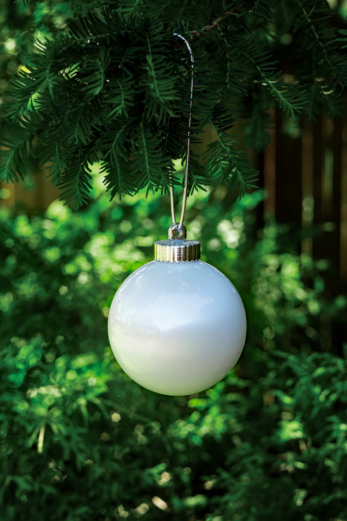 Illuminating white outdoor led pulsing 5 globe battery for White outdoor christmas decorations