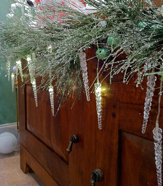 - Battery Operated LED Icicle String Lights - 5 Feet