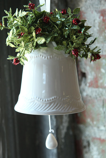 Ceramic Bell With Mistletoe And Red Berries 5 25 Inch