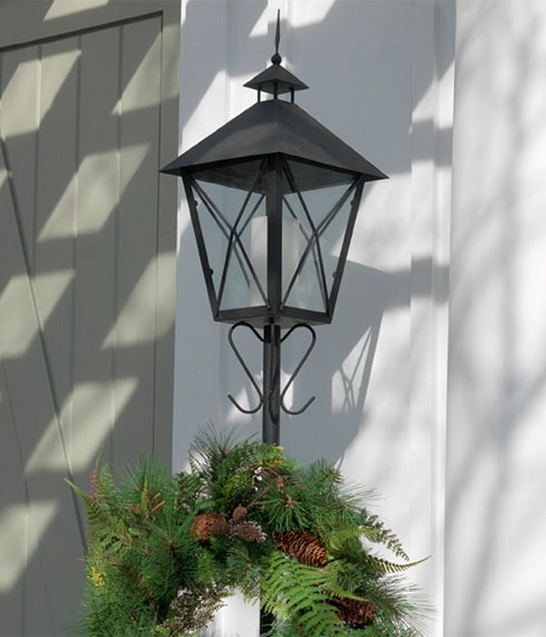 5 6 Feet Iron And Glass Candle Lantern And Wreath Holder